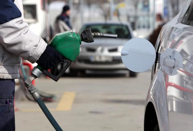 Benzinin litre fiyatında 7 kuruş indirim